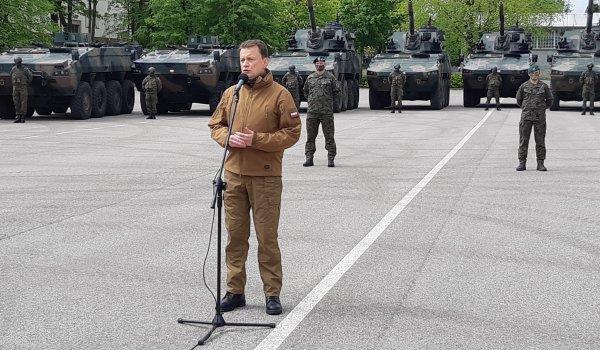 Minister Obrony Narodowej z wizytą w Giżycku. Kolejne moździerze i wozy artyleryjskie trafią do polskiego wojska